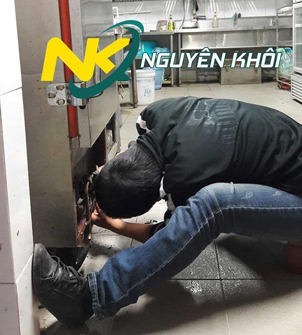 Vệ sinh bảo quản tủ cơm công nghiệp thường xuyên