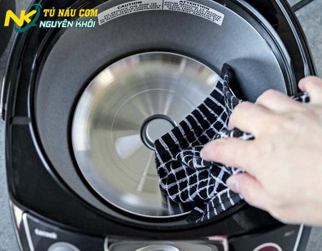 Cách vệ sinh nồi cơm điện